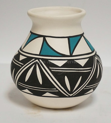 ACOMA NATIVE AMERICAN INDIAN POTTERY VASE. SIGNED *SANCHEZ* 4 3/4 INCHES HIGH.