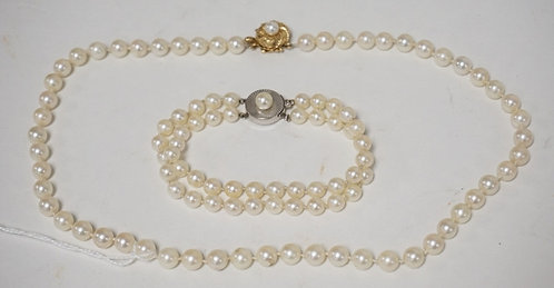 2 PIECES OF PEARL JEWELRY. A NECKLACE AND A BRACELET. EACH WITH 14K GOLD CLASPS.