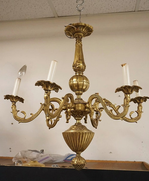 CAST BRASS CHANDELIER WITH 5 LIGHTS. 25 INCHES WIDE.