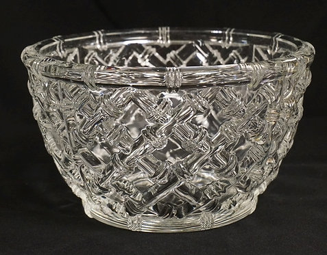 TIFFANY & CO CRYSTAL BOWL IN A LATTICED BAMBOO PATTERN. 9 INCHES WIDE. 5 1/4 INC