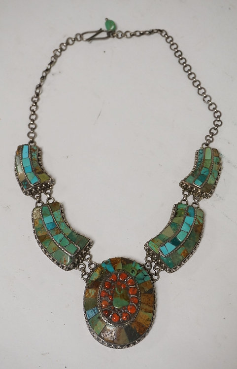 STERLING SILVER NECKLACE SET WITH TURQUOISE AND CORAL. OVAL PORTION MEASURING 2