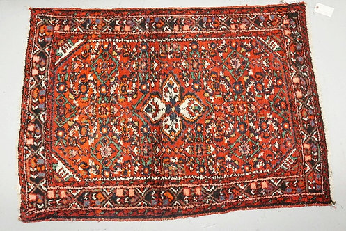HAND WOVEN ORIENTAL RUG MEASURING 4 FT 10 X 3 FT 5 INCHES.