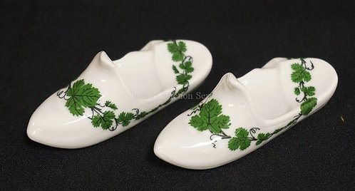PAIR OF MEISSEN PORCELAIN GREEN VINE SLIPPER OR SHOE KNIFE RESTS. 3 1/2 INCHES L