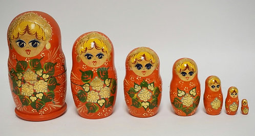 7 PIECE HAND PAINTED RUSSIAN NEST OF WOODEN DOLLS. TALLEST IS 7 3/4 INCHES HIGH.