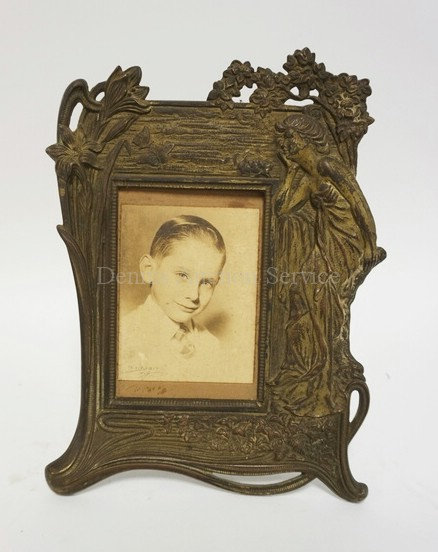 NOUVEAU FRAME RELIEF DECORATED WITH A WOMAN AND FLOWERS. GILT CAST IRON. 11 3/4