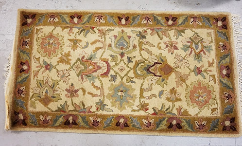 HAND MADE ORIENTAL RUG MEASURING 2 FT 6 X 4 FT 6 INCHES.
