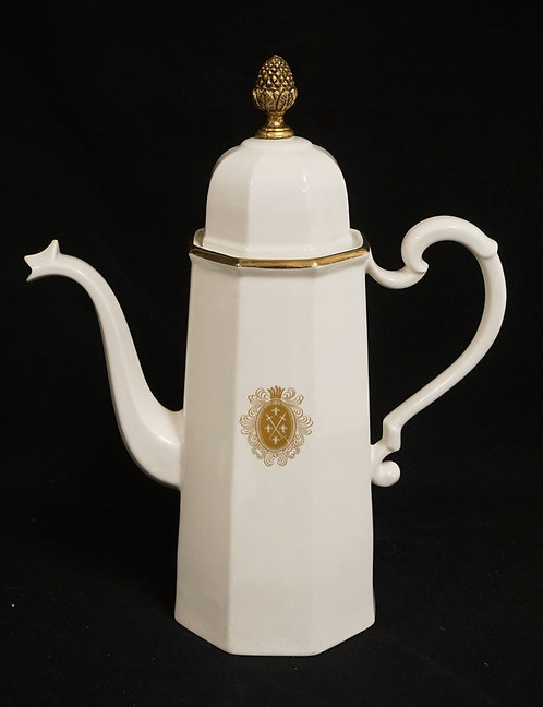 LARGE PORCELAIN TEAPOT WITH GOLD D�COR. MARKED ERNEST SOHN. 14 1/2 INCHES HIGH.
