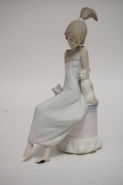 LLADRO PORCELAIN FIGURE TITLED *BEDTIME* OF A WOMAN WITH 2 CATS, 9 3/4 INCHES HI