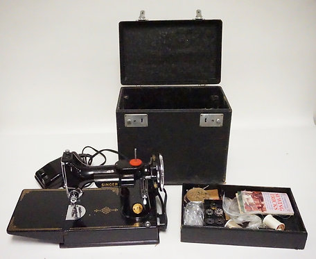 SINGER FEATHERWEIGHT SEWING MACHINE WITH CASE. SERIAL NUMBER AF941532.