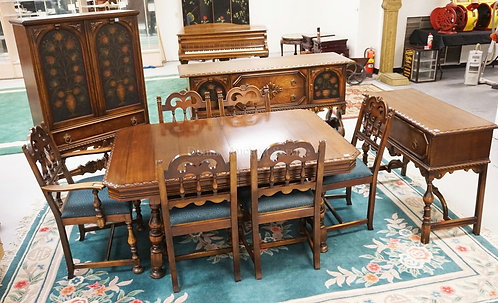 10 PIECE DINING ROOM SET BY BERKEY & GAY INCLUDING A TABLE, 6 CHAIRS, CHINA CABI