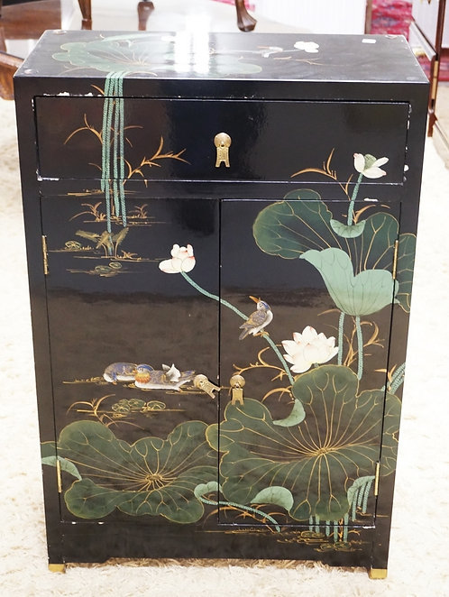 CHINOISERIE DECORATED CABINET WITH ONE DRAWER OVER 2 DOORS.