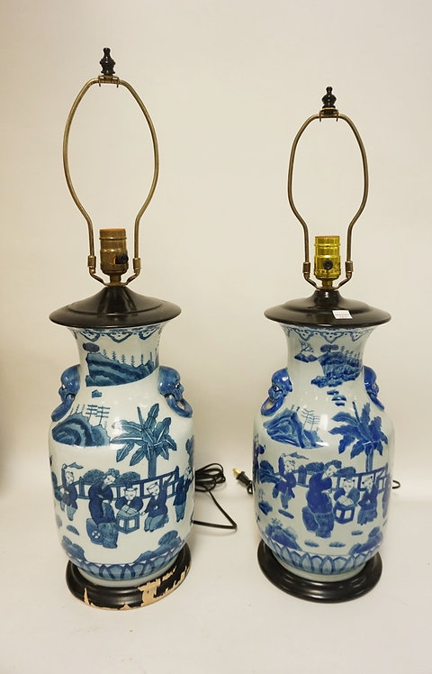 PAIR OF ASIAN BLUE & WHITE PORCELAIN LAMPS. 26 1/2 INCHES HIGH.
