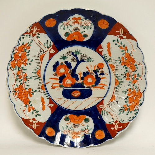ASIAN POLYCHROME DECORATED PLATE MEASURING 11 1/8 INCHES IN DIA. SCALLOPED RIM.