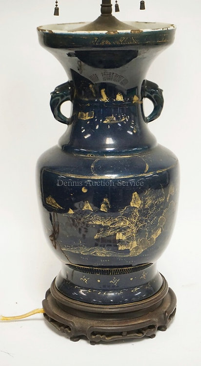ASIAN PORCELAIN VASE MOUNTED AS A LAMP. BLUE WITH GOLD D�COR. ELEPHANT HANDLES.