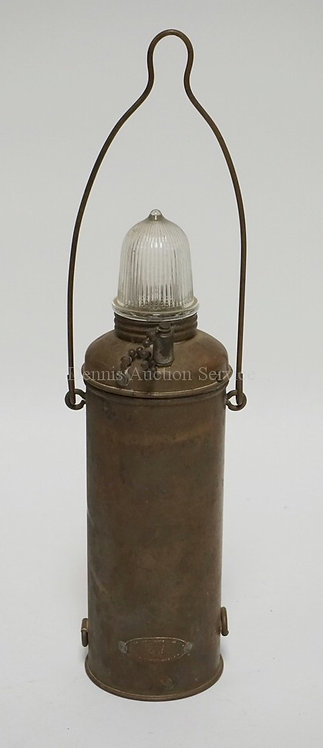 VINTAGE BATTERY POWERED NAUTICAL LANTERN BY WILCOX CRITTENDEN. 11 1/2 INCHES HIG