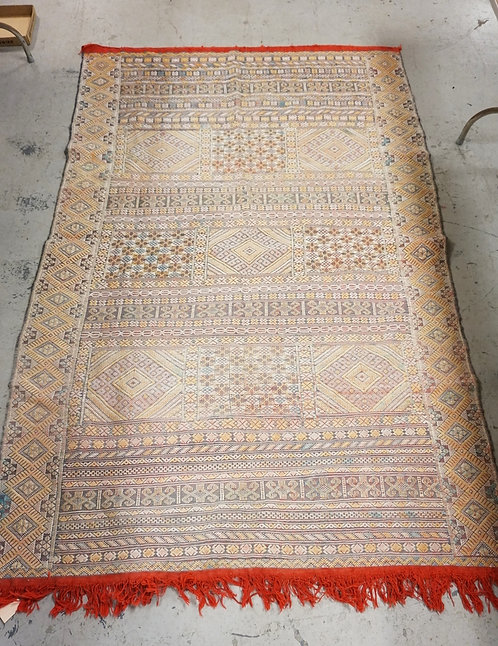 LARGE MOROCCAN RUG MEASURING 8 FT 1 X 5 FT 3 INCHES.