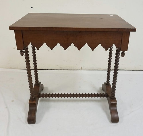 VICTORIAN MAHOGANY ONE DRAWER STAND WITH SPOOL CARVED LEGFS AND STRETCHER. 28 X