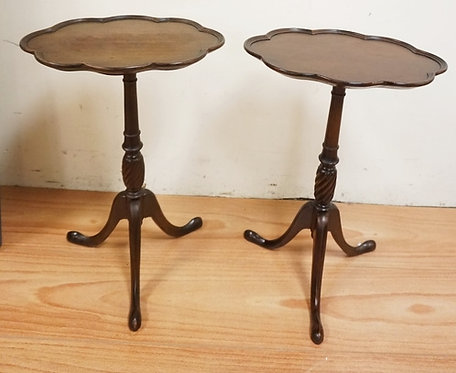 PAIR OF SNAKE FOOT MAHOGANY SMALL OVAL STANDS WITH SCALLOPED RIMS. 14 1/4 IN X 1