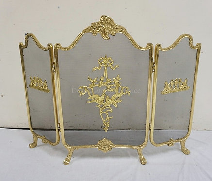 BRASS FIRE SCREEN DECORATED WITH BIRDS, RIBBON, AND FOLIATE. 31 1/4 INCHES HIGH.