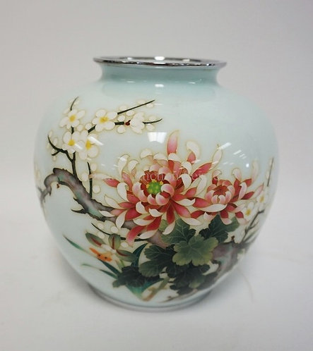 JAPANESE CLOISONNE VASE DECORATED WITH FLOWERS. 7 1/4 INCHES HIGH.