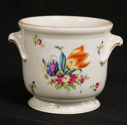 1061_HAND PAINTED HEREND CACHE POT. 5 INCHES HIGH.
