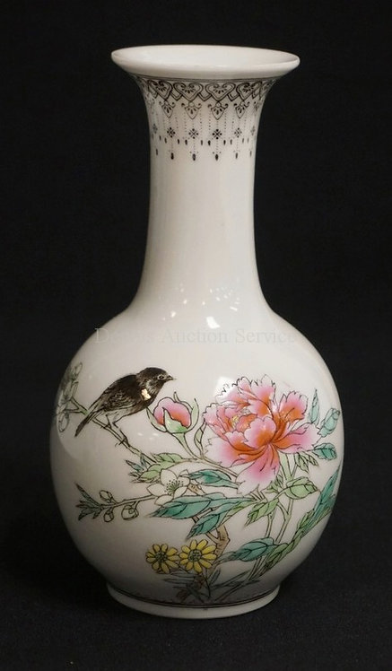 ASIAN PORCELAIN VASE WITH ENAMEL DECORATION OF FLOWERS AND A BIRD. CHOP MARK UND