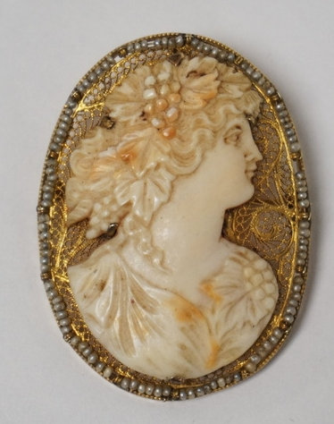 14K GOLD & CARVED CAMEO BROOCH/PENDANT. EXCEPTIONALLY CARVED WITH FILIGREE GOLD