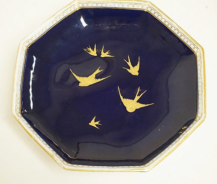 ANTIQUE WEDGWOOD PORCELAIN FOOTED DISH. HAND PAINTED WITH SWALLOWS. RETAILERS ST