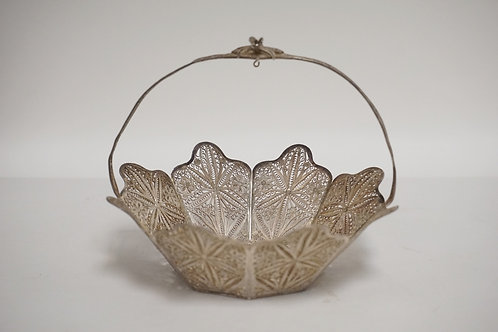 STERLING SILVER FILIGREE BASKET. 4.30 TROY OZ. UNMARKED. TESTED. 5 1/8 INCHES WI