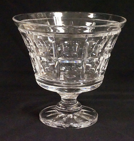 STUART CRYSTAL FOOTED VASE. 8 1/8 INCHES HIGH. 8 5/8 INCHES IN DIA.