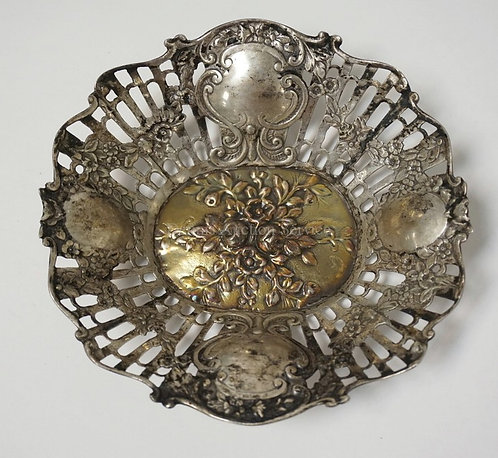 .800 SILVER DISH WITH A RETICULATED RIM AND A REPOUSSE INTERIOR. 4.68 TROY OZ. 6
