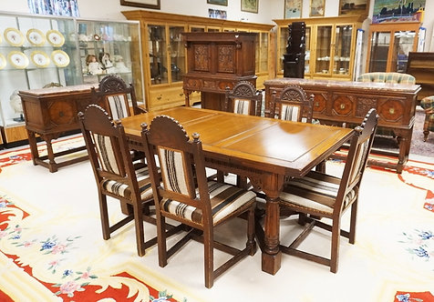 10 PIECE CARVED OAK DINING ROOM SET. MADE IN GRAND RAPIDS MICHIGAN. *RUSSMORE* I