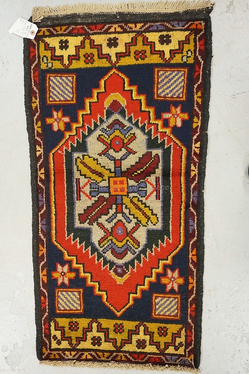 HAND WOVEN ORIENTAL THROW RUG MEASURING 1 FT 10 X 3 FT 3 INCHES.