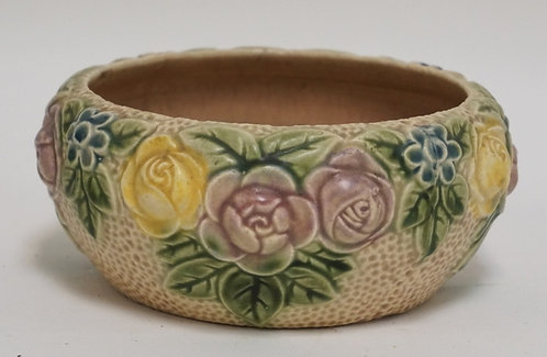 ROSEVILLE ROZANE ROSE DECORATED BOWL MEASURING 6 3/4 INCHES IN DIA.
