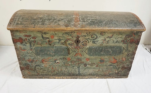 ANTIQUE DOME TOP IMMAGANTS CHEST. DOVETAILED CONSTRUCTION. PAINT DECORATED WITH