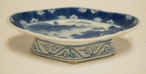 BLUE & WHITE ASIAN PORCELAIN TAZZA. BLUE CHOP MARK IN THE BOTTOM. 10 X 7 INCHES