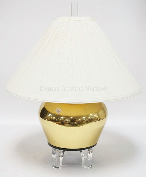 MODERN TABLE LAMP IN BRASS & LUCITE. 22 1/2 INCHES HIGH.