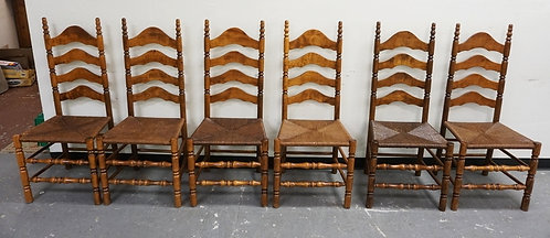 SET OF 6 COUNTRY STYLED CHAIRS WITH RUSH SEATS AND ARCHED LADDER BACKS.
