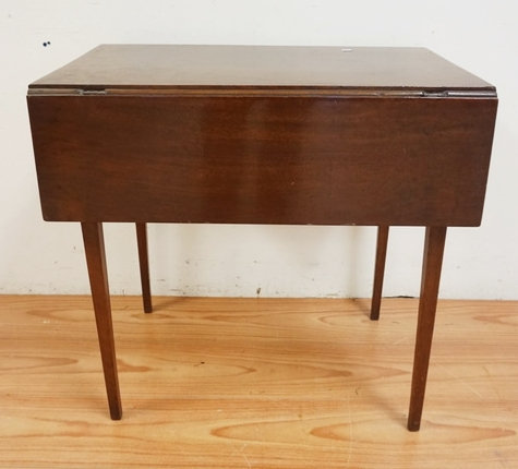 1086_ANTIQUE DROPLEAF TABLE WITH TAPERED SQUARE LEGS. 28 INCHES HIGH. 29 X 17 IN