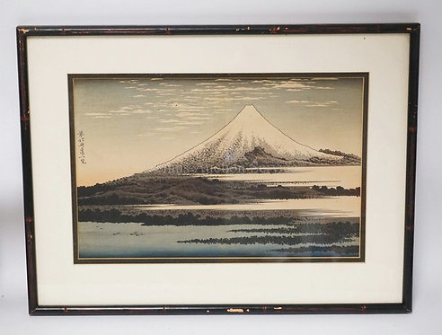 WOODBLOCK PRINT OF MOUNT FUJI. CHARACTER SIGNED. 14 X 9 INCHES.