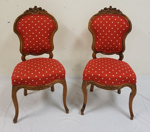 PAIR OF DIMINUATIVE FLORAL CARVED SIDE CHAIRS. 17 IN WIDE, 36 IN H