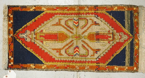 SMALL ORIENTAL RUG MEASURING 3 FT X 1 FT 6 INCHES.
