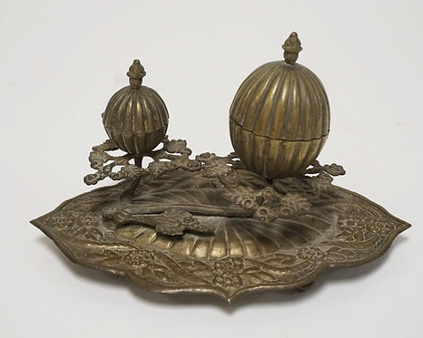 VICTORIAN SEWING STAND DECORATED WITH FOLIATE AND HAVING 2 EGG SHAPED CONTAINERS