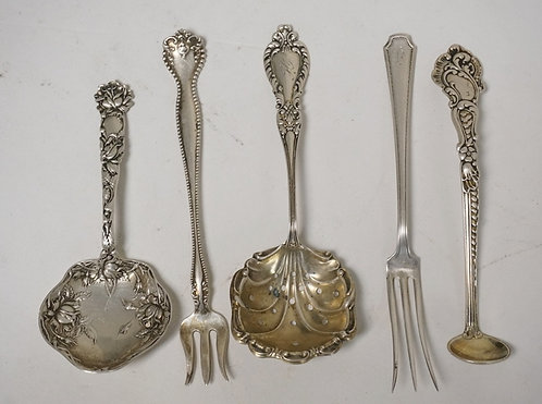 5 PIECES OF STERLING SILVER. A PIERCED SPOON, A GORHAM MASTER SALT SPOON, AN ALV