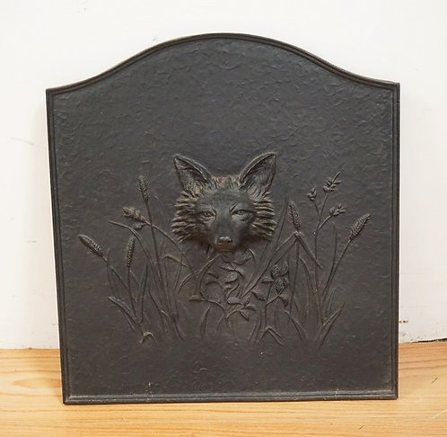 1019_CAST IRON FIREBACK WITH A DEEP RELIEF FACE OF A FOX. 21 3/4 INCHES WIDE. 23