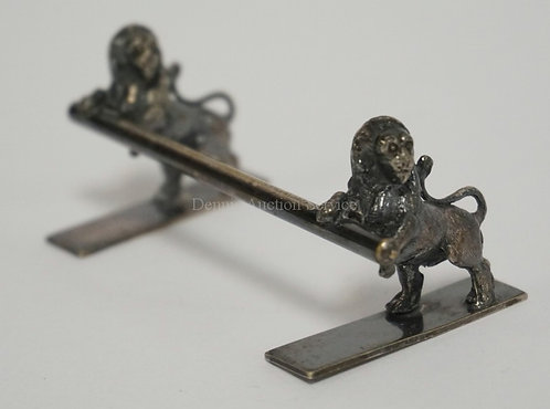 FIGURAL SILVER PLATED KNIFE REST IN THE FROM OF RAMPANT LIONS. 3 1/4 INCHES LONG