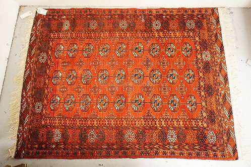 ANTIQUE HAND MADE ORIENTAL THROW RUG MEASURING 3 FT 10 X 4 FT 11 INCHES.