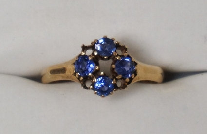 14K GOLD & TANZENITE RING. APPROX SIZE 6 1/2.