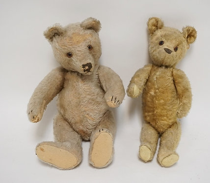 2 ANTIQUE JOINTED MOHAIR TEDDY BEARS. LIKELY STEIFF. TALLEST IS 12 3/4 INCHES.