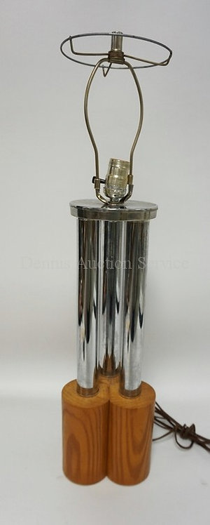 MID CENTURY MODERN TABLE LAMP WITH 3 CHROME COLUMNS OVER A WOODEN BASE. 28 1/2 I